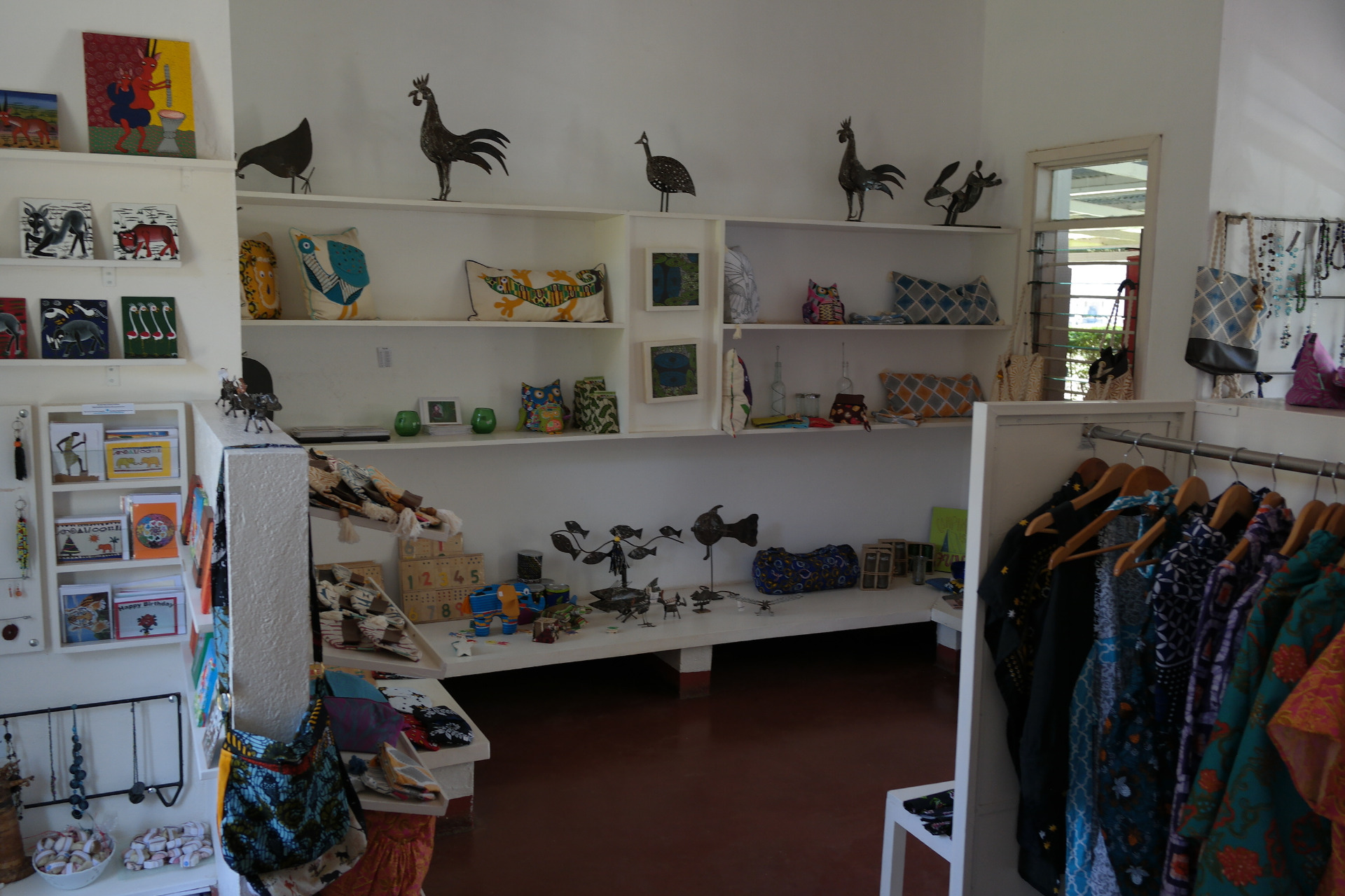 Selling of handmade products in the Tanz-Hand´s-Shop